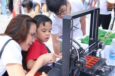 Đưa dần tin học, STEM vào các câu lạc bộ cho trẻ làm quen từ lớp 1