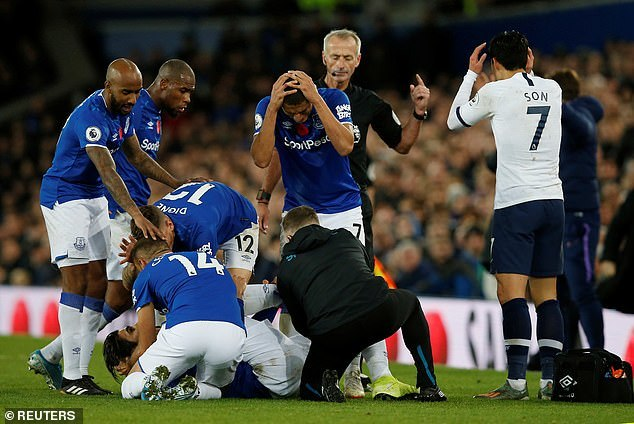 Son Heung Min bị đuổi, Tottenham tuột chiến thắng ở phút 97
