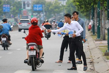 Anh sinh viên bán nước mía vỉa hè Sài Gòn, cú liều bất ngờ kiếm hàng chục tỷ
