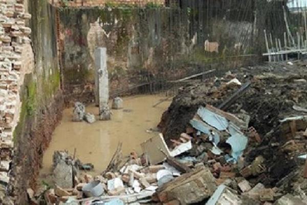 Đào mương thoát nước, tường đổ sập đè chết 1 người ở Thanh Hóa