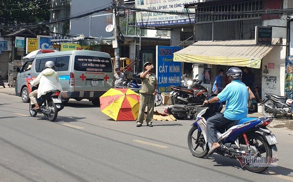 Cô gái 20 tuổi bị xe tải cán chết trên phố Sài Gòn