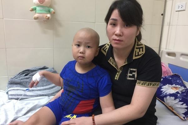 Nỗi đau tột cùng của bé trai 2 lần tái phát ung thư phải khoét xương hàm