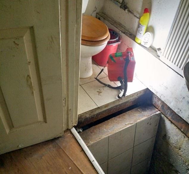Phát hiện đường hầm bí mật dẫn tới trại cần sa 'khủng' ở Anh
