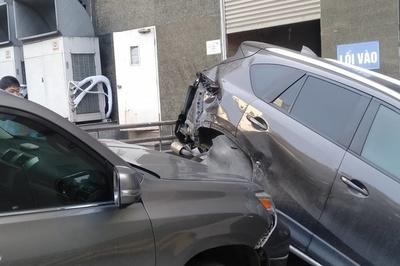 Lexus tông hàng loạt ô tô ở Hà Nội, CX5 biến dạng phần đuôi