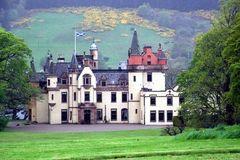 Những lâu đài vô chủ: Chỉ cần cùng họ là được sở hữu
