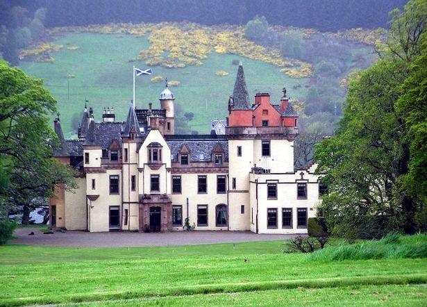 Những lâu đài vô chủ: Chỉ cần cùng họ là được sở hữu Lau-dai