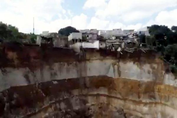 Sạt lở,lở đất,ngôi nhà,gia đình,thiệt mạng,tai nạn,thiên tai