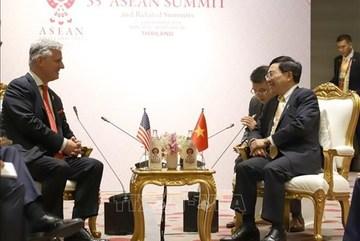 Vietnamese Deputy PM meets US President's Special Envoy on ASEAN 35 sidelines