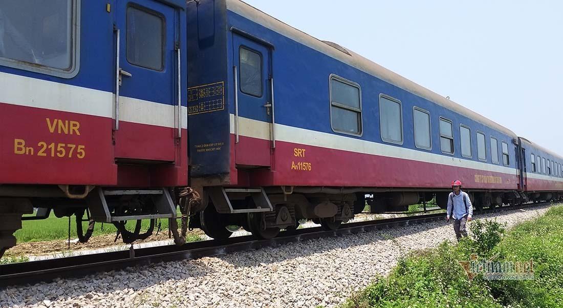 Nhân viên gác chắn ở Nghệ An bị tàu hỏa đâm tử vong