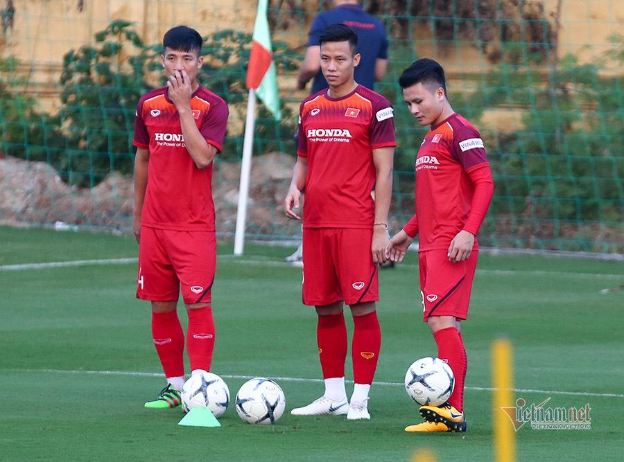 Tuyển Việt Nam mài sắc hàng công, chuẩn bị đấu UAE