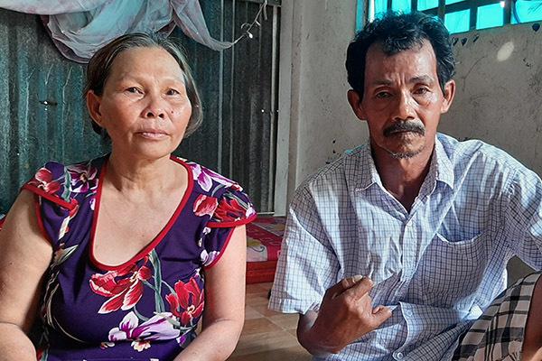 Người mẹ ở Vĩnh Long chứng kiến con trai bị chị gái tạt nước sôi lên đầu