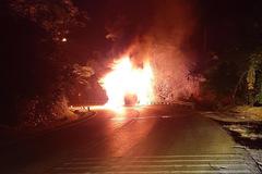 Xe giường nằm cháy dữ dội trong đêm, tài sản của 20 khách bị thiêu rụi
