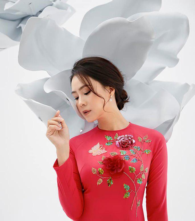 Nhan sắc đời thật khác trên phim của Khuê 'Hoa hồng trên ngực trái'