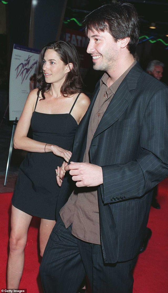 Tài tử 'Ma Trận' Keanu Reeves công khai bạn gái ở tuổi 55