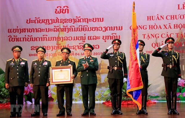Vietnam confers Gold Star Order on Lao People's Army