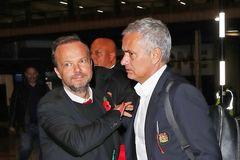 Hé lộ mâu thuẫn chuyển nhượng sếp lớn MU và Mourinho