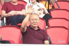 """V-League trở lại, thầy Park căng với """"KPI"""" cho tuyển Việt Nam"""