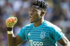 MU đua ký sao Ajax, Real mua Mbappe giá kỷ lục