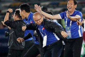 Thầy Park gia hạn hợp đồng VFF: Lương cao, chỉ tiêu gắt