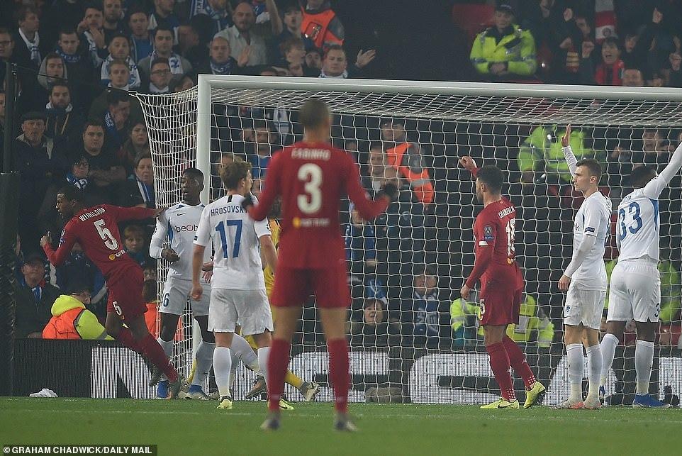 Thắng nhọc Genk, Liverpool chiếm ngôi đầu bảng