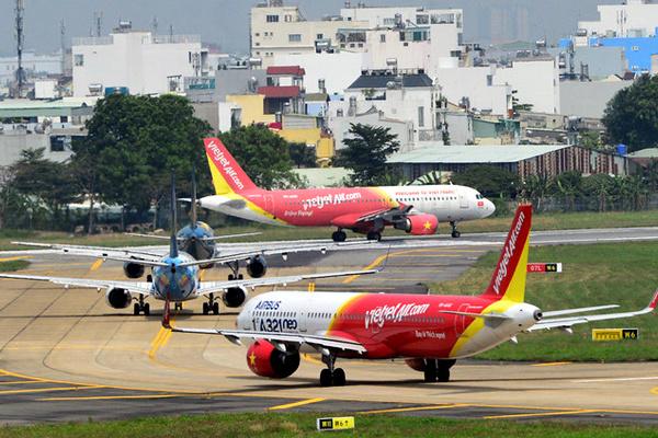 Một năm 3 hãng xin bay, cuộc đua nóng trên bầu trời Việt