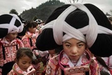 Tục lệ đội tóc của người chết lên đầu để tưởng nhớ tổ tiên