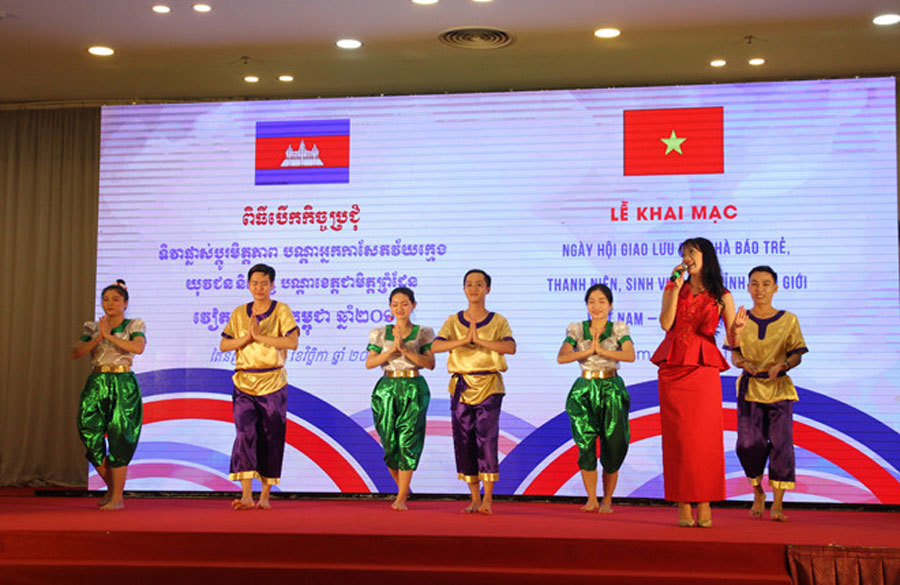 Hơn 200 nhà báo trẻ, thanh niên, sinh viên Việt Nam - Campuchia giao lưu hữu nghị