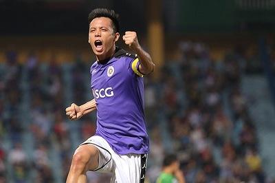Văn Quyết mất danh hiệu cầu thủ xuất sắc V-League vì... thẻ đỏ