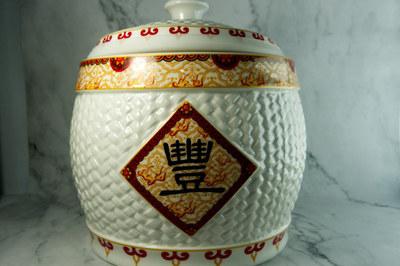 Chuyên gia phong thủy chỉ 'điểm vàng' đặt hũ gạo trong nhà để tụ lộc