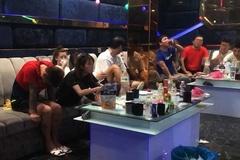 Hàng loạt người nước ngoài cùng kiều nữ phê ma túy trong quán karaoke