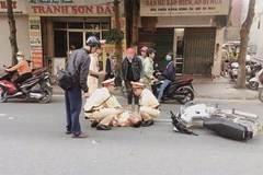 CSGT Vĩnh Phúc bị người vi phạm tông thẳng xe máy vào người