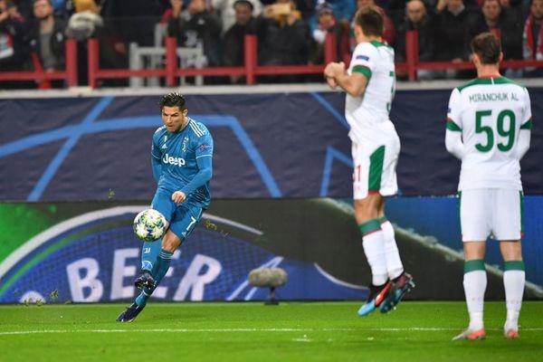 Xác định 3 CLB đầu tiên vào vòng 1/8 Champions League