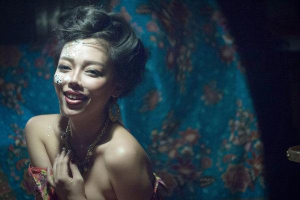 Hà Linh tiên phong ra mắt album poetry jazz Nàng Thơ