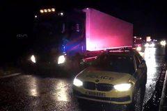 Phát hiện 15 di dân trong thùng xe tải ở Anh, nghi phạm bị bắt