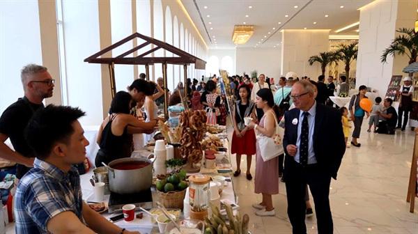 HCM City Consular Club to host charity bazaar