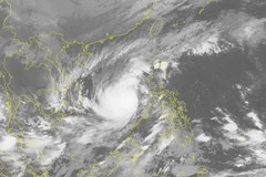Storm Nakri forecast to make U-turn and head to central Vietnam