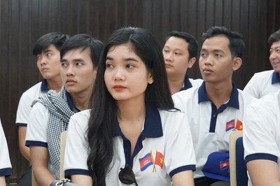 Nhà báo trẻ Campuchia quan tâm Việt Nam xử lý tin 'độc' trên mạng xã hội