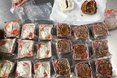 2 người Việt bị hủy thị thực Australia vì mang thịt trứng, bánh trung thu