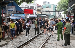 Deputy PM asks authorities to consider train street requests