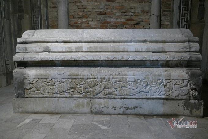 Chục gia đình sống trong ngôi mộ cổ, chuyện rợn tóc gáy giữa lòng thủ đô Ki-la-lang-mo-co-giua-long-ha-noi-la-noi-o-cua-nhieu-ho-dan-5