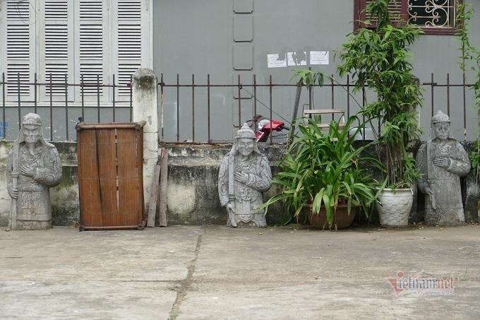 Chục gia đình sống trong ngôi mộ cổ, chuyện rợn tóc gáy giữa lòng thủ đô Ki-la-lang-mo-co-giua-long-ha-noi-la-noi-o-cua-nhieu-ho-dan-8