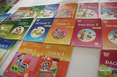 Ra mắt 4 bộ sách giáo khoa lớp 1 biên soạn theo chương trình mới