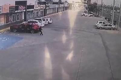 Video mafia xả đạn như mưa vào cảnh sát giữa ban ngày