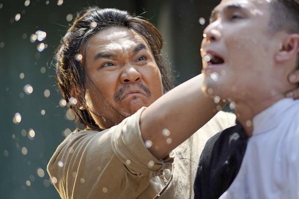 Huỳnh Lập chơi 'tất tay' khi gắn mác 18+ cho Pháp Sư Mù