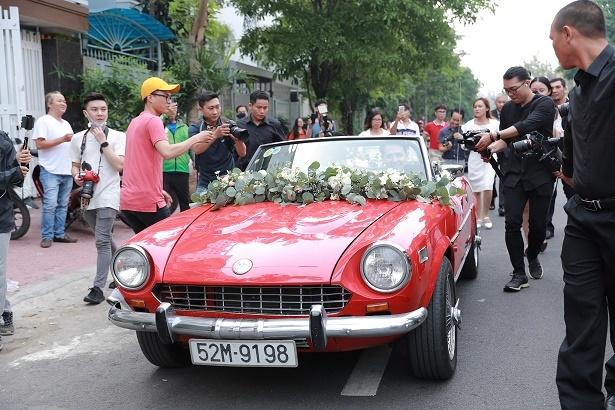Soi xe hoa mui trần cổ điển của Đông Nhi-Ông Cao Thắng