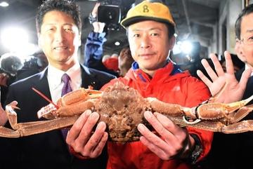 Cua 'khủng' giá ngất ngưởng, dân Nhật tranh nhau mua