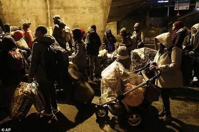 Pháp phá hủy trại của hàng trăm di dân chờ trốn qua Anh