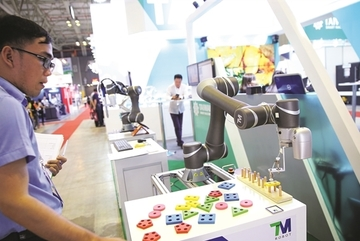 4.0 era: buy more robots or employ more workers?