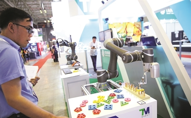 4.0 era,robot,textile and garment,vietnam economy