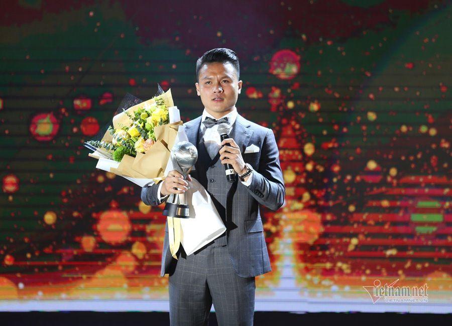 Thầy Park chia sẻ xúc động khi nhận AFF Awards 2019